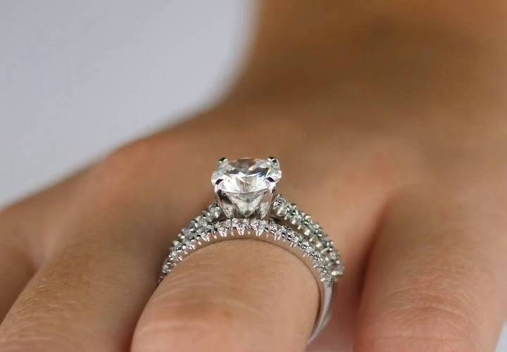 Fake diamond rings from Luxuria