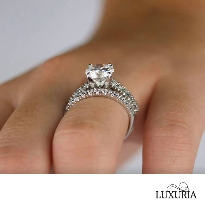 Fake diamond rings from Luxuria