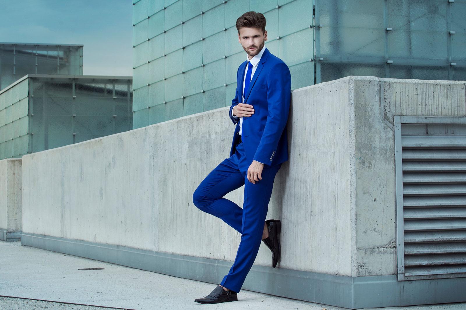 211783-1600×1067-Tall-man-in-fashion